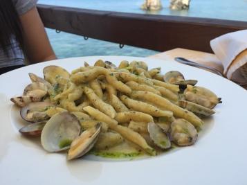 Fileja con vongole, zucchine e pesto al pistacchio