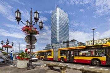 I classici autobus colorati giallo-arancione